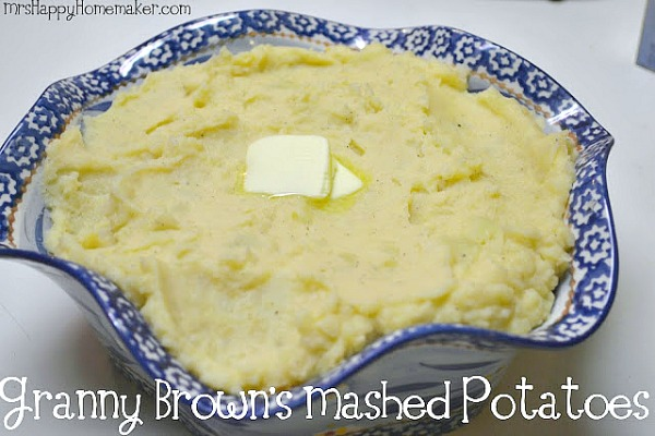 This is my Great Grandmother's recipe for Mashed Potatoes & they're absolutely delicious. A perfect old fashioned Southern heritage recipe! | MrsHappyHomemaker.com