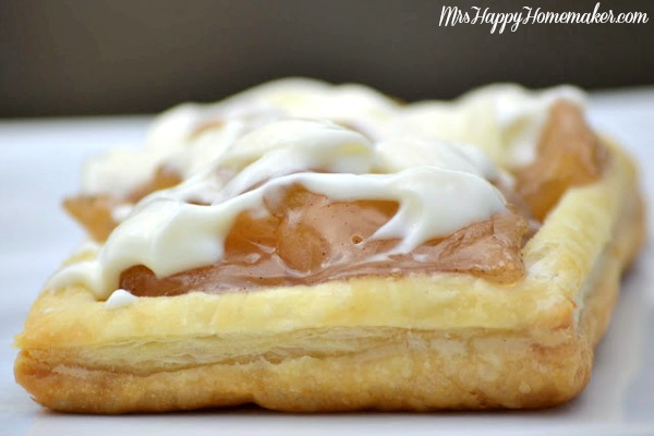 Homemade Toaster Strudels - you can make these in large batches, and freeze them for easy breakfasts in the morning time! Plus, you know EXACTLY what goes into them!