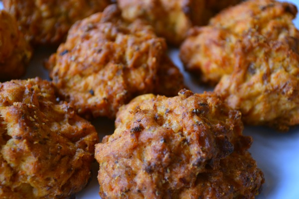 These ain't your Mama's sausage balls! With only 4 ingredients, anyone can whip these up in a jiffy. They have a slight kick to them (not too much), but you can also spice it up more by using hot sausage. A must-try recipe!   MrsHappyHomemaker.com @thathousewife