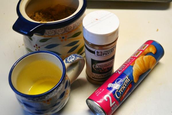 Mini Cinnamon Rolls using a can of crescent rolls