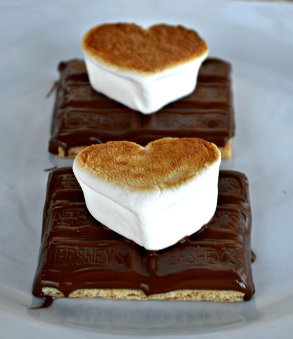 Valentines S'mores - Just 3 Ingredients and they're so stinkin' cute!