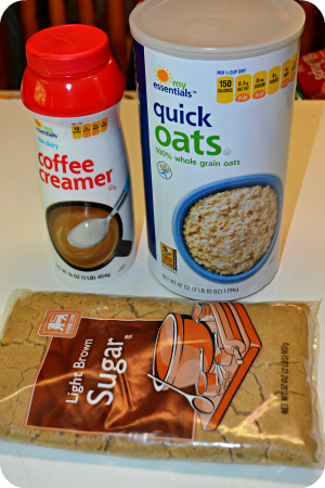 Homemade Instant Oatmeal Packets! Storebought instant oatmeal costs about $0.35/packet & these homemade ones break down to just $0.08 a pack!