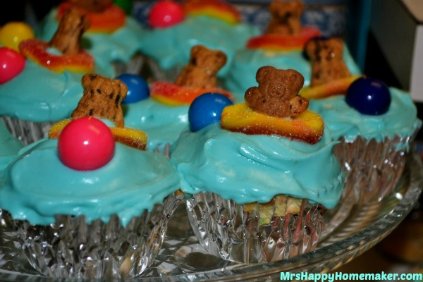 Teddy Graham Cupcakes for a summer party