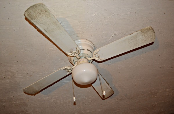 How to clean a ceiling fan with no mess!