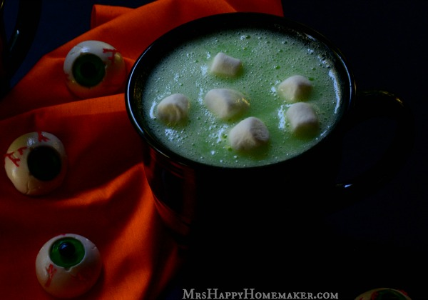 Easy Swamp Juice, only 5 ingredients & 5 minutes needed! Tastes like white chocolate hot cocoa! Perfect for Halloween! | MrsHappyHomemaker.com