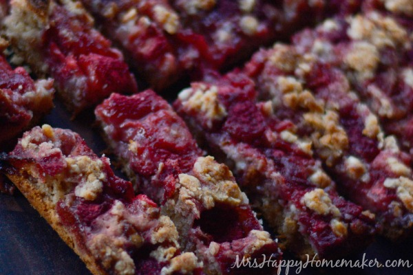 Strawberry Cobbler Granola Bars