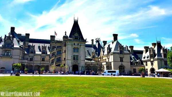 Asheville North Carolina is such a perfect place to plan a trip to! Here's part 1 of my recap from a recent girls' weekend in Asheville. We had so much fun!   MrsHappyHomemaker.com