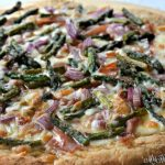 Sweet and Salty Prosciutto Asparagus Pizza | MrsHappyHomemaker.com @mrshappyhomemaker