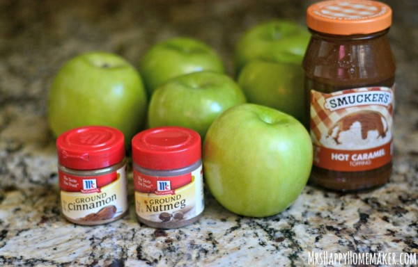 These Crockpot Baked Apples are absolutely delicious - and you only need 4 ingredients to make them! | MrsHappyHomemaker.com @thathousewife