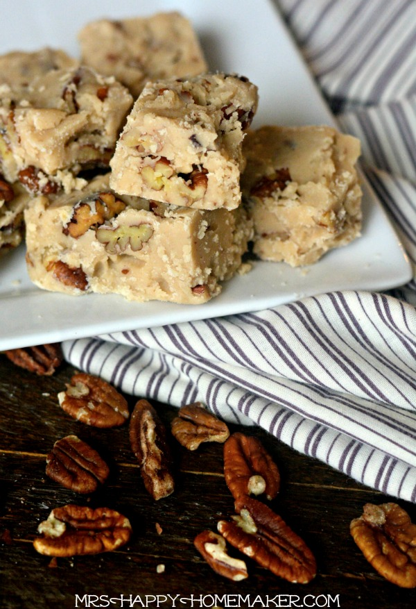 BUTTER PECAN FUDGE - this recipe is so easy. I can't get enough of this yummy fudge!