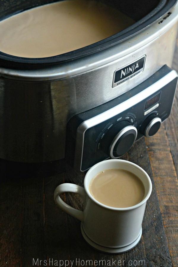 CROCKPOT VANILLA LATTES! These are easy and fabulous! | MrsHappyHomemaker.com  #crockpot #crockpotvanillalatte #crockpotrecipes #latte #coffee #brunch