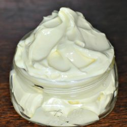 Homemade Shaving Cream - Only 4 Ingredients! | MrsHappyHomemaker.com @mrshappyhomemaker