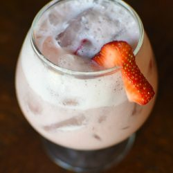 easy 4 ingredient Strawberries & Cream Agua de Fresa | MrsHappyHomemaker.com @mrshappyhomemaker