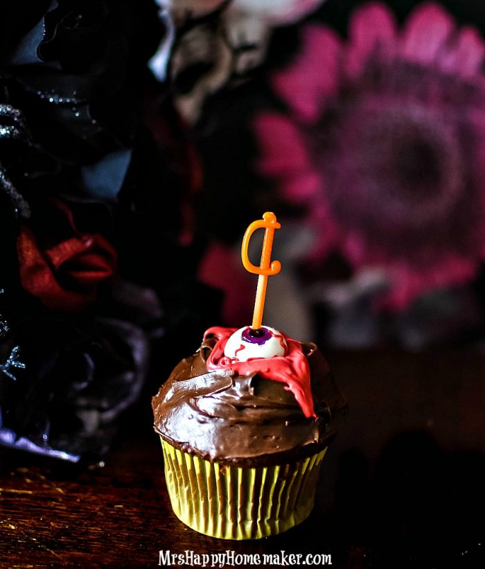 Bloody 'Knife in the Eyeball' Cupcakes