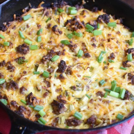 Sausage Hash Brown Breakfast Casserole - so easy and yummy!! | MrsHappyHomemaker.com @mrshappyhomemaker #breakfastcasserole #casserole #breakfast #brunch