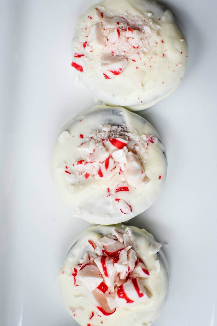 Easy Peppermint Bark Oreos