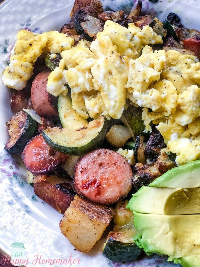 Chicken Sausage and Veggie Breakfast Hash | MrsHappyHomemaker.com @mrshappyhomemaker #breakfasthash #whole30 #chickensausage #breakfast #brunch