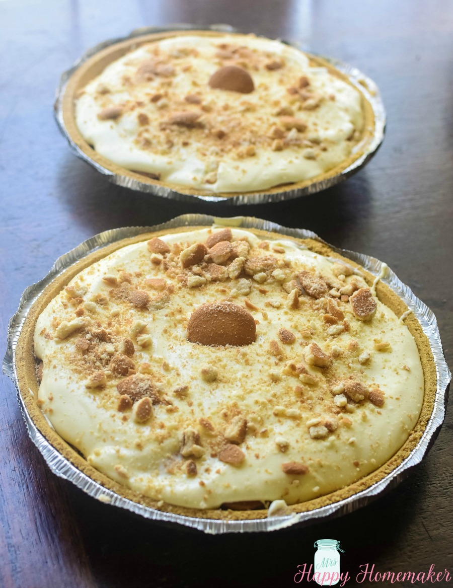 No Bake Banana Pudding Cheesecake - 2 Pies | MrsHappyHomemaker.com