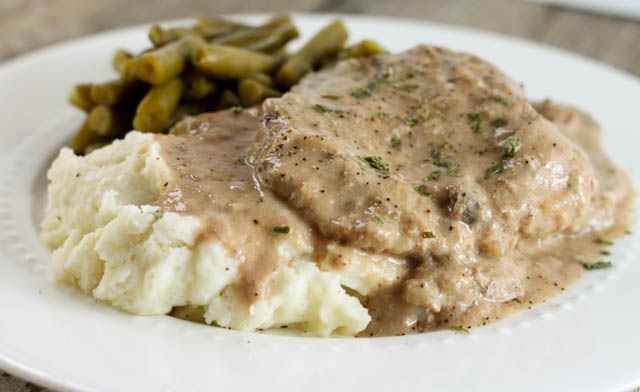 Cubed Steak and Gravy with mashed potatoes and green beans