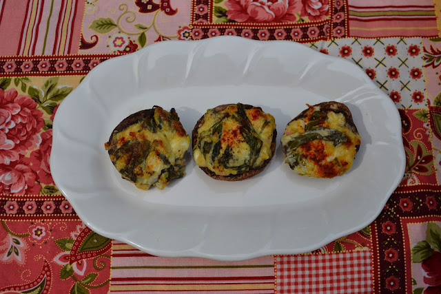 Spinach Artichoke Dip Stuffed Mushrooms