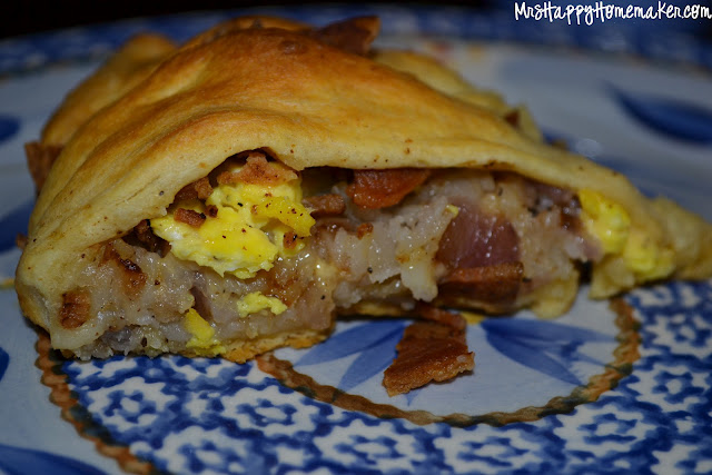 Breakfast Crescent Ring with bacon, egg, cheese, and hash browns with a crescent roll crust.