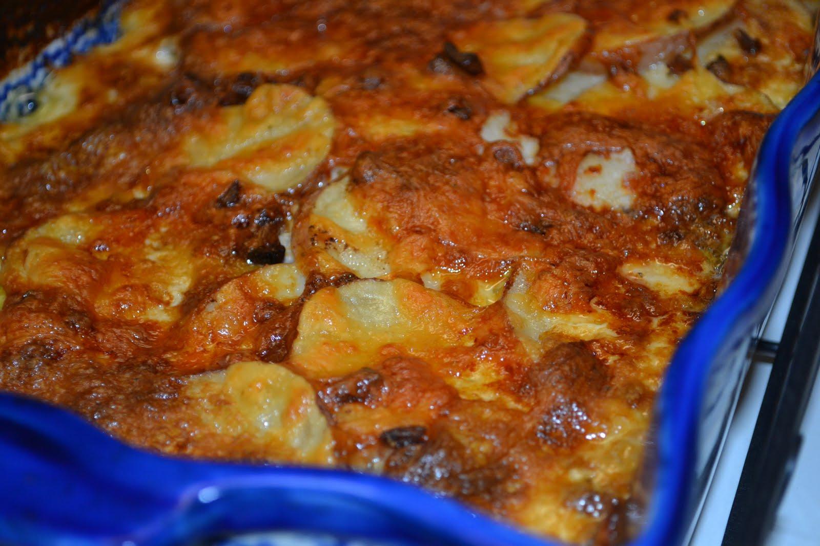 Creamy Gouda & Garlic Potatoes Au Gratin
